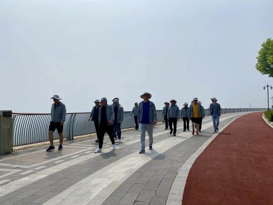 Yankang-Group: The-First-Executive-Team-Building-Activity-in-2020-Around-the-island-on-foot